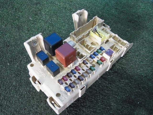 8273028060 used fuse box toyota voxy ta azr60g be forward auto fuse box toyota voxy ta azr60g