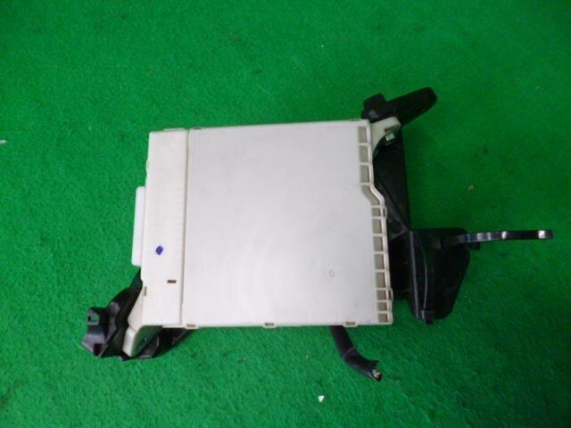PASKU73740_5dd33a used]fuse box toyota noah dba zrr70w be forward auto parts toyota noah fuse box location at reclaimingppi.co
