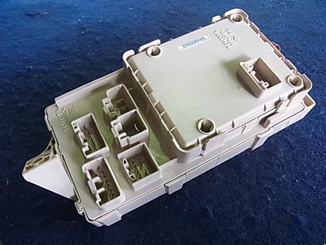[used]fuse box toyota wish dba-zne10g 8273068040 - be ... used car fuse box car fuse box add circuit #3