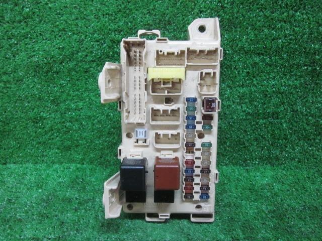 used fuse box toyota noah 2001 ta azr65g 8273028060 be forward rh autoparts beforward jp