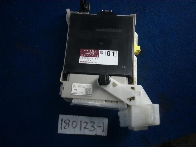 fuse box toyota prius 2009 daa-zvw30 8273047440
