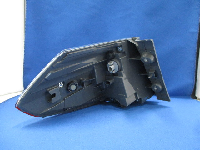 [Used]Honda shuttle hybrid GP7/GP8 right tail pure STANLEY W2502 281288