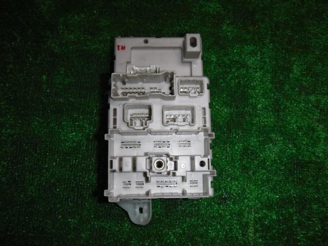 [Used]Fuse Box TOYOTA RAV4 2001 TA-ACA21W 8273342030 on