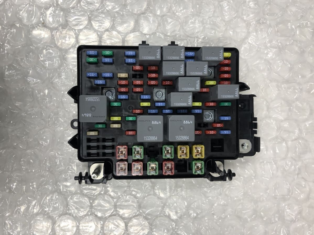 [Used]Car model photograph existence Engine wiring harness junction fuse  BOX parts NO affiliated with GM 40     40