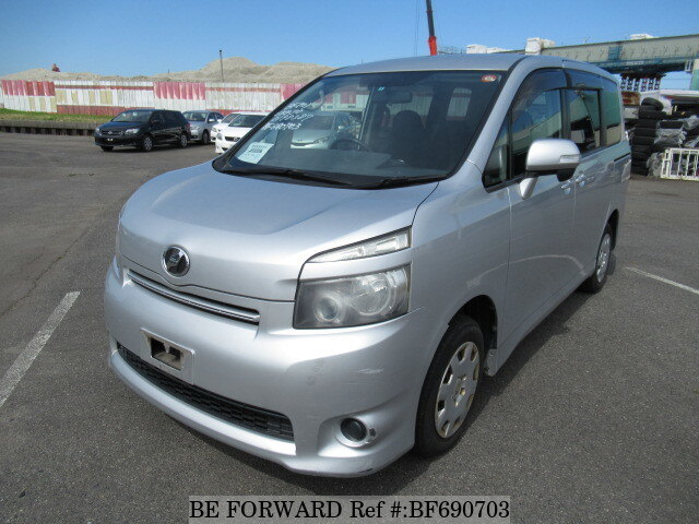 Used 2009 TOYOTA VOXY BF690703 for Sale