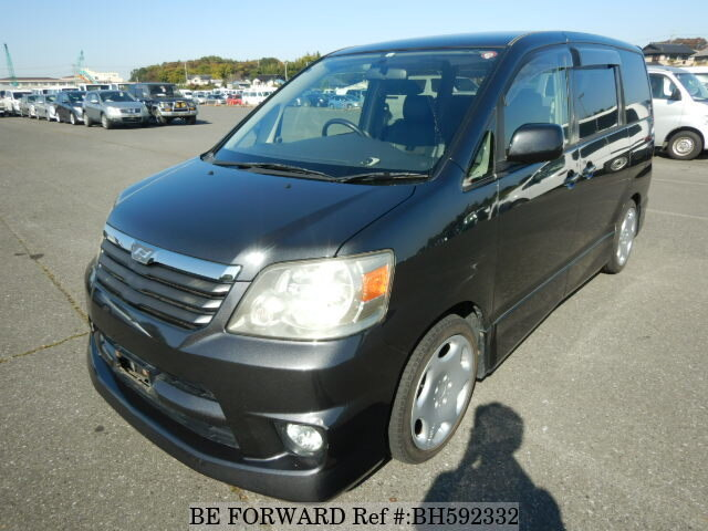 Used 2004 TOYOTA NOAH BH592332 for Sale