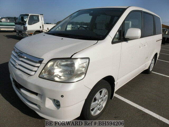 Used 2004 TOYOTA NOAH BH594206 for Sale