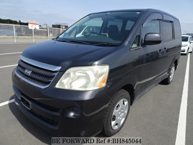 Used 2004 TOYOTA NOAH BH845044 for Sale